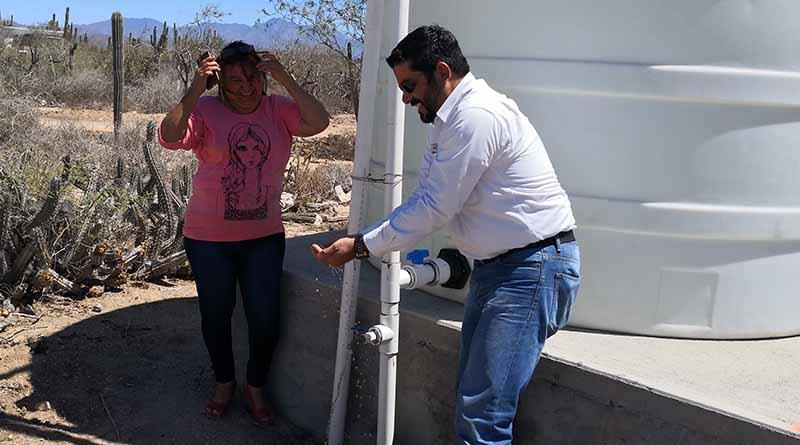 Tras 30 años de espera, Logra SAPA La Paz dotar de servicio por red a pobladores de La Matanza