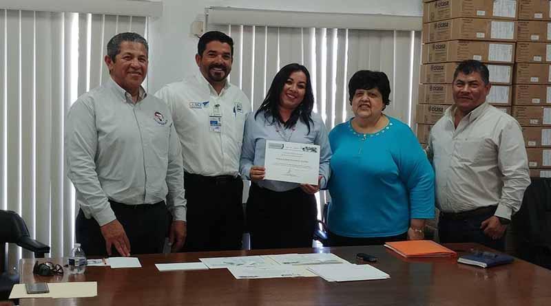 Entregan reconocimientos por capacitación en línea a personal del SAPA La Paz