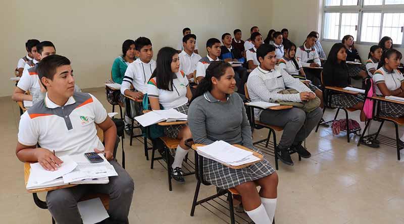 """Contribuyen 50 promotores de """"Enseña por México""""  mejor resultados educativos en básica y media superior: SEP"""