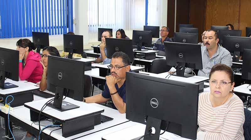 Se certifican 35 profesores de BCS como evaluadores del INEE en desempeño docente