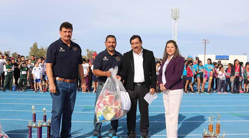 Entrega secretaría de educación material deportivo para 12 mil alumnos