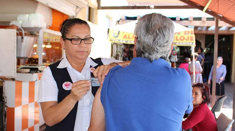 Llevan medicina preventiva y fomento sanitario a Mercados Municipales