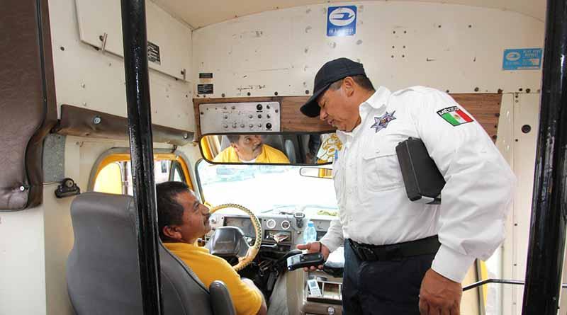 Aplican alcoholímetro y revisión mecánica a operadores y unidades del transporte público