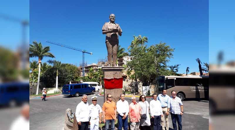 Develan placa del Monumento Pioneros, en honor a Don Luis Bulnes