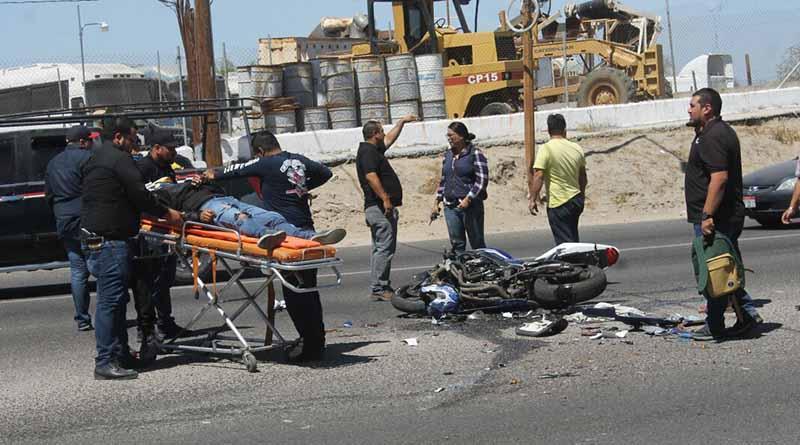 Motociclista sale gravemente lesionado al chocar con camioneta