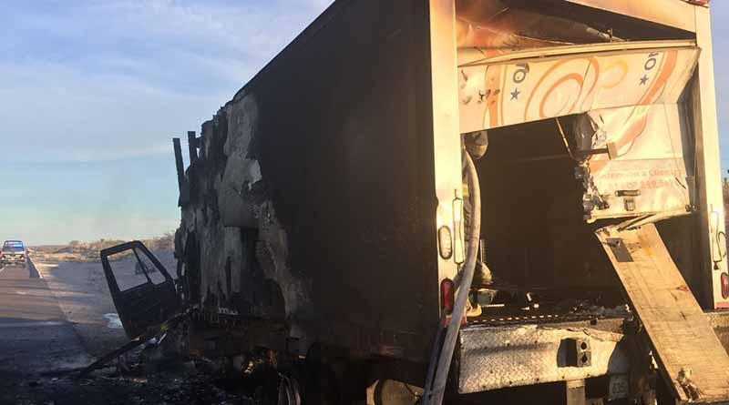 Se incendia camión de empresa lechera en La Paz