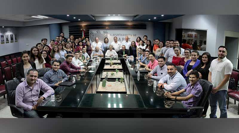 """Imparten conferencia """"Estructura y funcionamiento del Ayuntamiento de La Paz"""" a alumnos de la UABCS"""