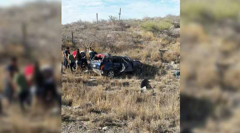 Fallece niño prensado y cinco personas resultan heridas por choque y volcadura