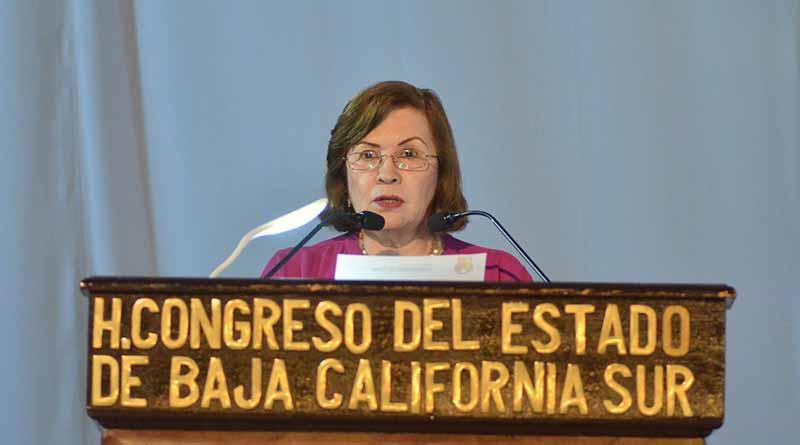 """Diputada Diana Von Borstel solicita a la Cámara de Diputados del Congreso de la Unión se legisle acerca de """"Maestros Sombra""""."""