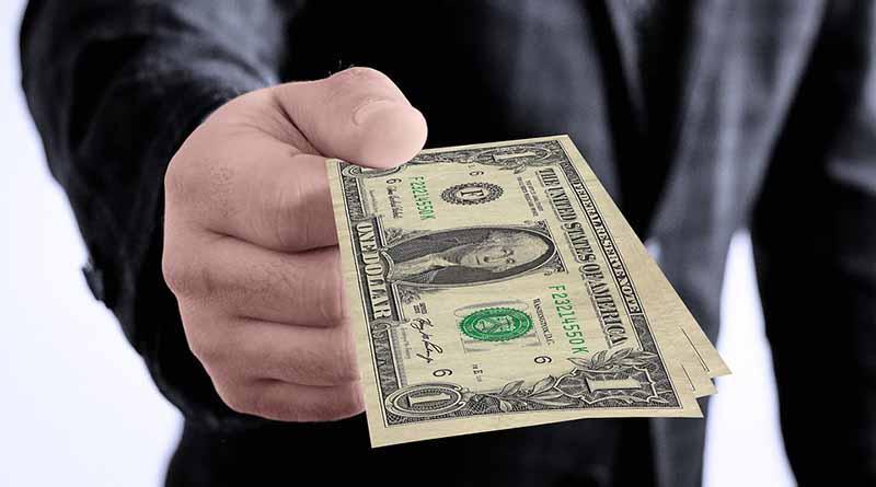 Se vende dólar en promedio a 18.87 pesos en el aeropuerto capitalino