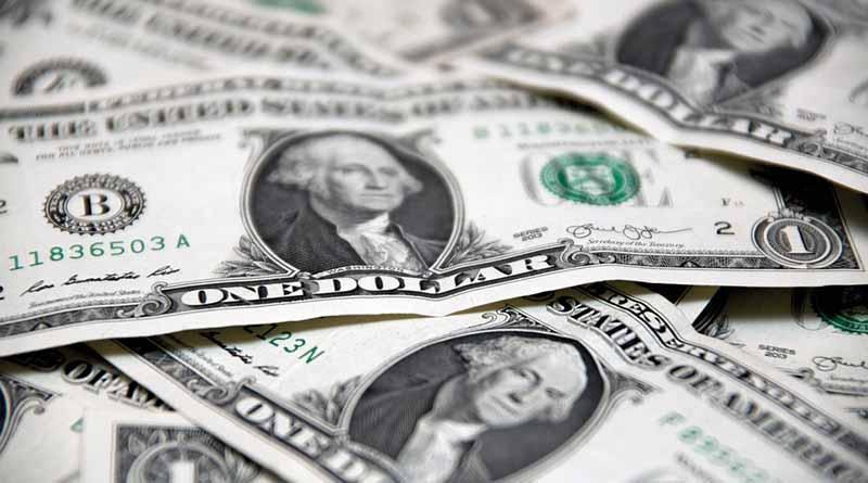 Dólar promedia 18.76 pesos a la venta en el aeropuerto capitalino