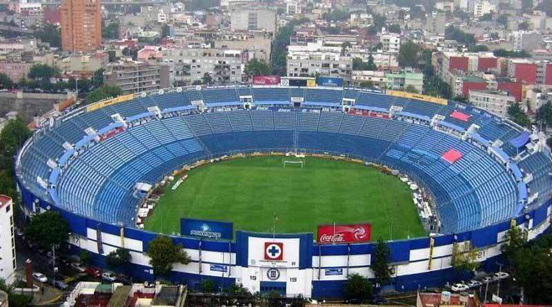 Con tristeza, aficionados celestes se despiden del Estadio Azul
