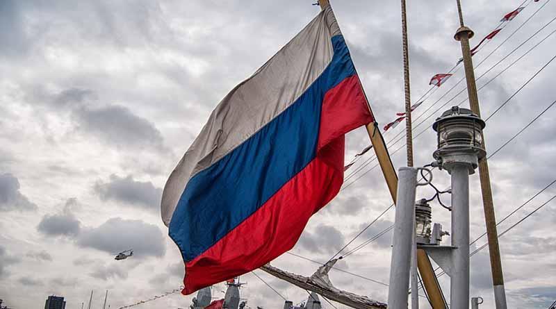 Rusia completa su central nuclear flotante para el Ártico