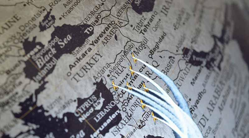 Ataque misilistico a base aérea acrecienta tensión en Siria