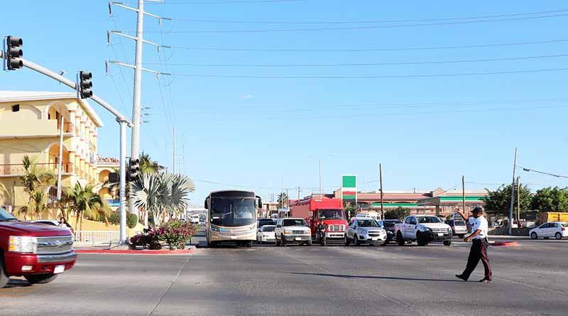Atiende Tránsito Municipal, problemas de congestión vehicular durante horas pico CSL