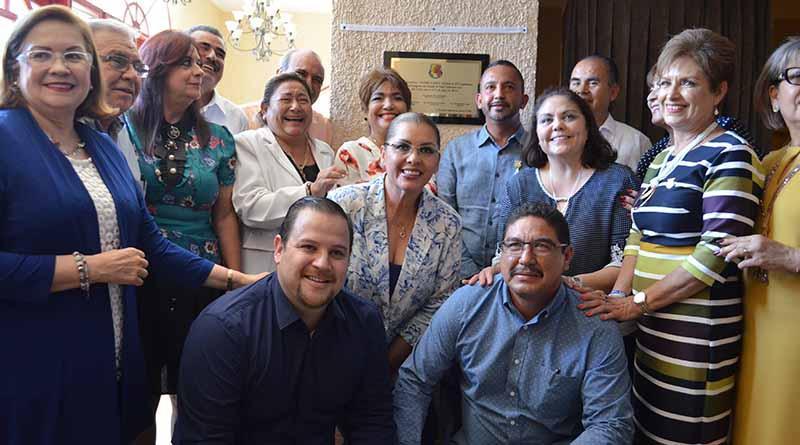Devela placa el Congreso del Estado recordando que sesionó durante dos meses en el Teatro Juárez de La Paz