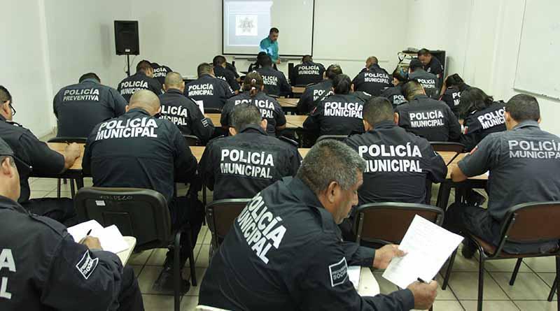 Capacitación continua a elementos de la Policía Municipal de La Paz