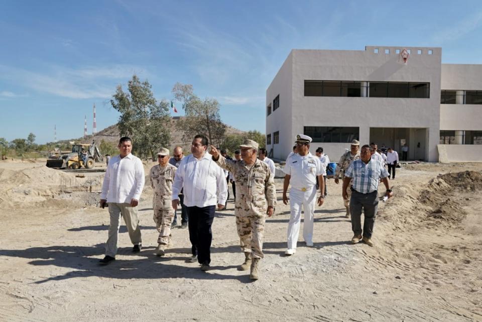 Visita Gobernador el Batallon de Ingenieros de Combate en La Paz