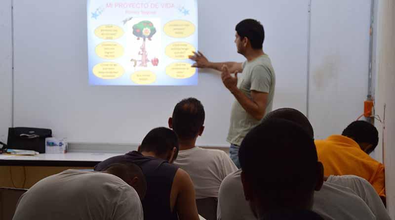 Imparte DIF Estatal talleres para el fortalecimiento familiar en Ceresos