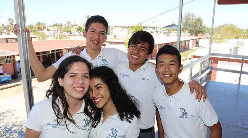 En BCS 100 mil jóvenes celebran el día del estudiante: SEP