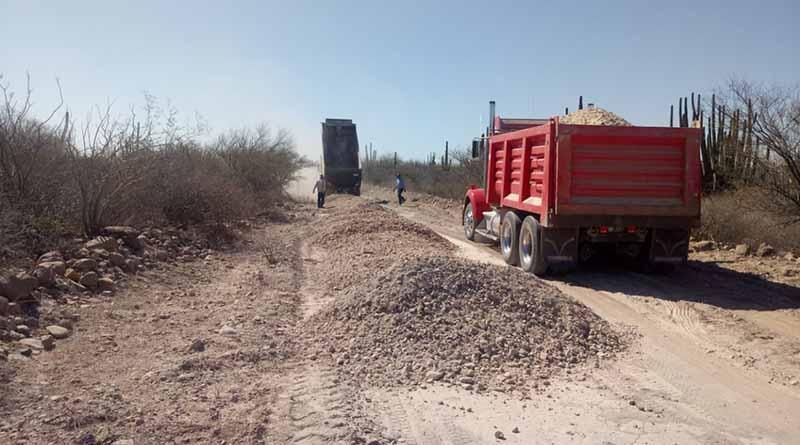 Dan seguimiento a obras de rehabilitación de caminos