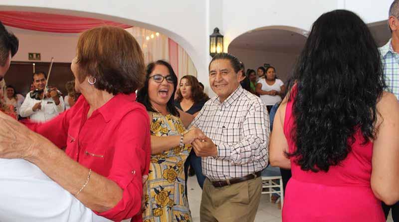 Con un desayuno, mariachi y rifa de regalos, la CROC festeja a sus trabajadoras por El Día de las Madres