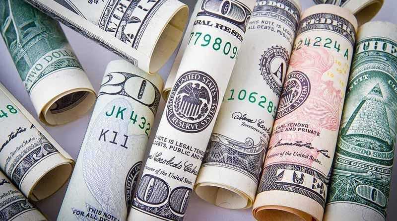 Dólar promedia a 19.05 pesos a la venta en el aeropuerto capitalino