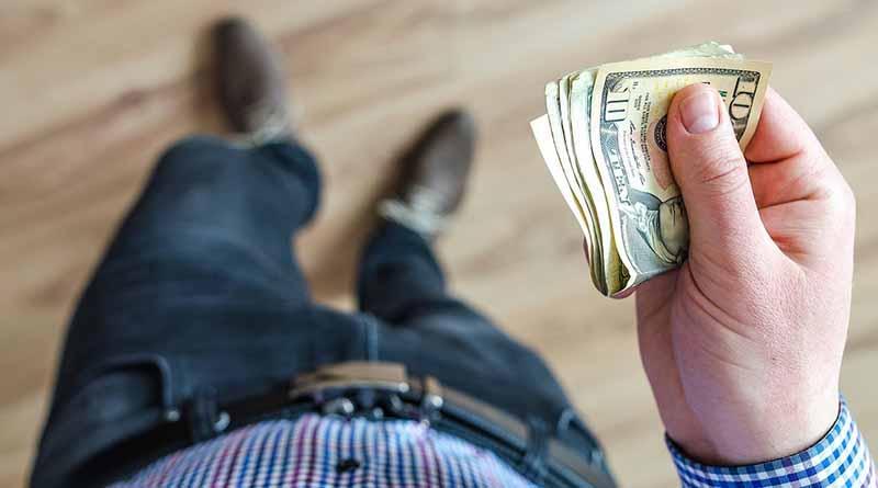 Dólar promedia a 18.89 pesos a la venta en el aeropuerto capitalino