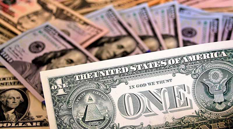 Dólar promedia en 19.67 pesos a la venta en el aeropuerto capitalino