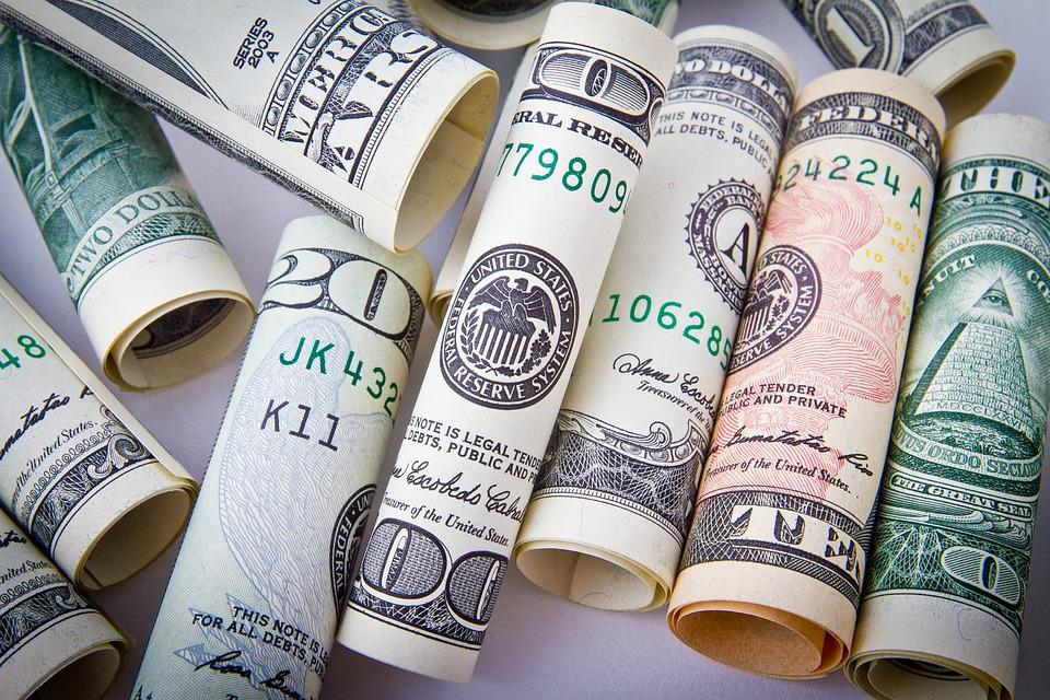 Dólar inicia la semana en 19.79 pesos en terminal aérea capitalina