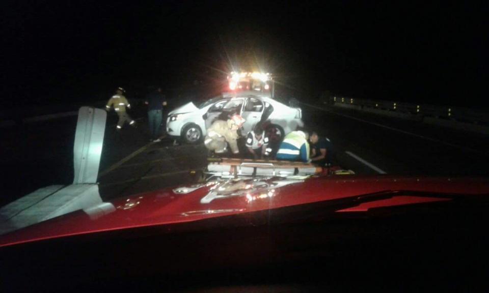 Volcadura de auto deja un muerto y dos lesionados a la altura de Migriño