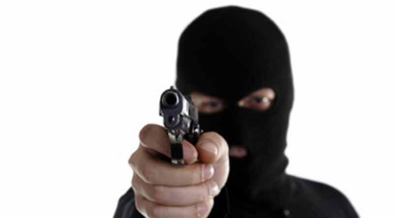 Asaltan encapuchados comandancia de policía en Comondú y roban armas