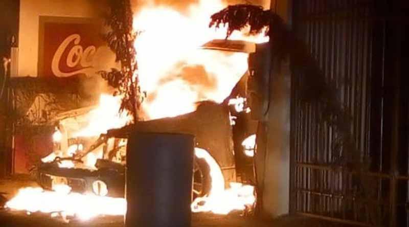 Explota carro en colonia Villas del Encanto en La Paz