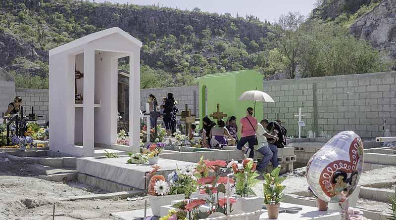 Realizaron trabajos de mantenimiento y limpieza en panteones de La Paz