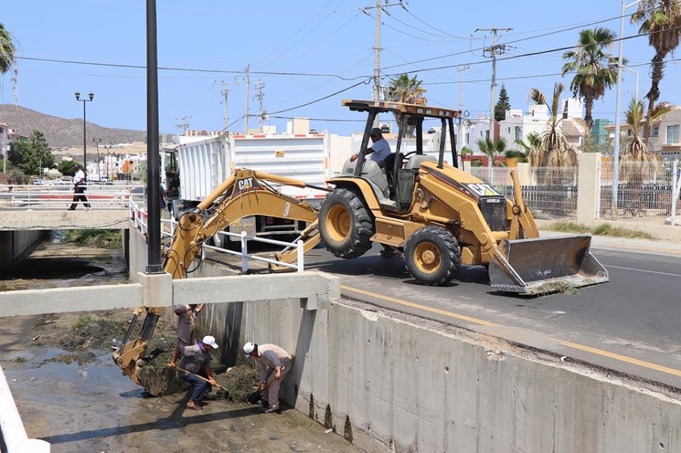 Supervisa delegado municipal, trabajos de desazolve en canal de Colonia Miramar y arroyos en CSL