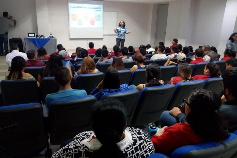 Se capacita a jóvenes y empresarios de Los Cabos