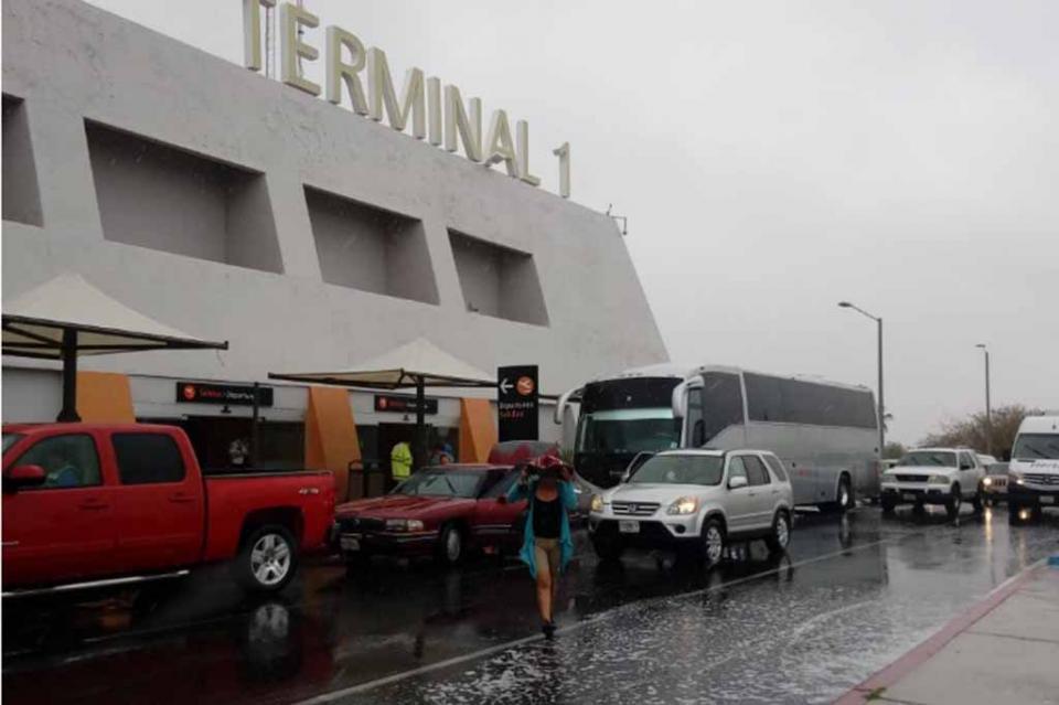20 mil turistas resguardados en sus hoteles ante Bud, sólo un vuelo cancelado en SJC