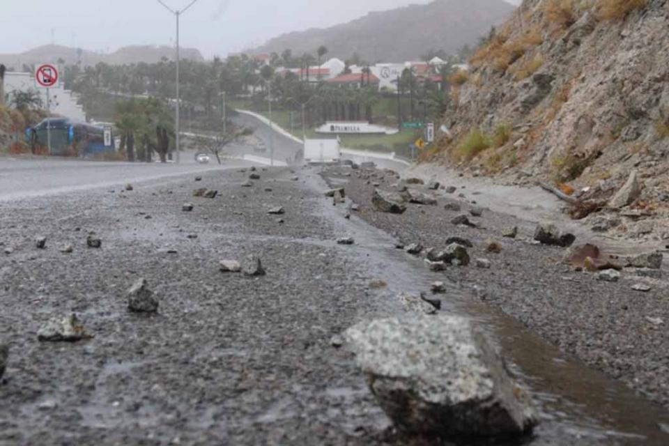 Alertan por deslaves y crecidas de arroyo en la carretera CSL-SJC-Aeropuerto; el libramiento sin visibilidad