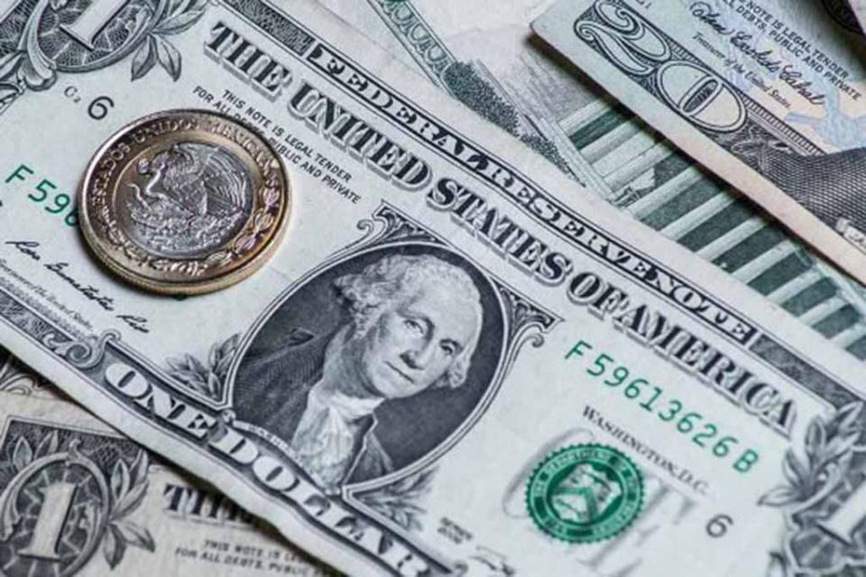 Dólar cierra con avance, se vende hasta en $20.96 en bancos