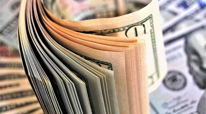 Dólar promedia 19.74 pesos a la venta en aeropuerto capitano