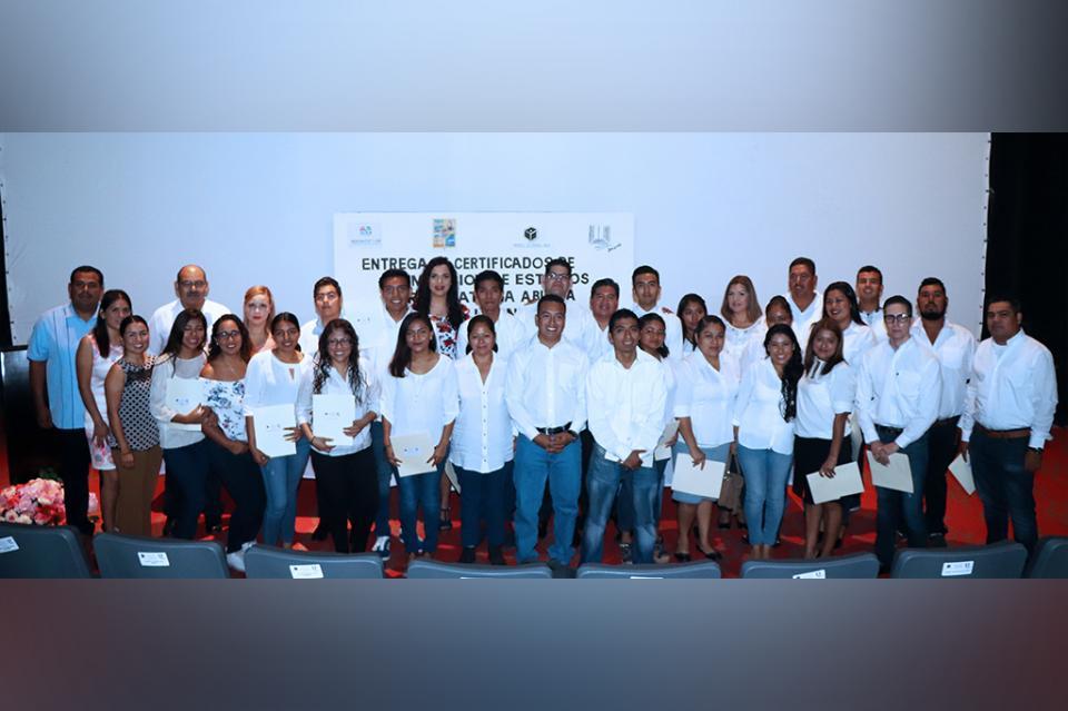 Reciben 47 alumnos de Los Cabos, su certificado de preparatoria