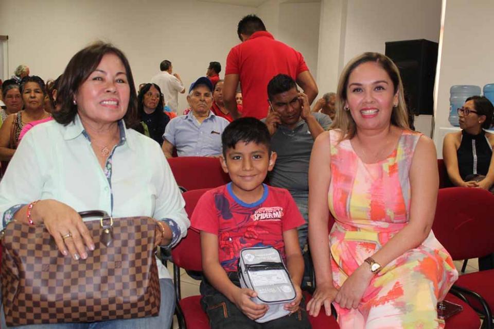 Se han beneficiado con 320 aparatos auditivos a niños y adultos mayores de Los Cabos