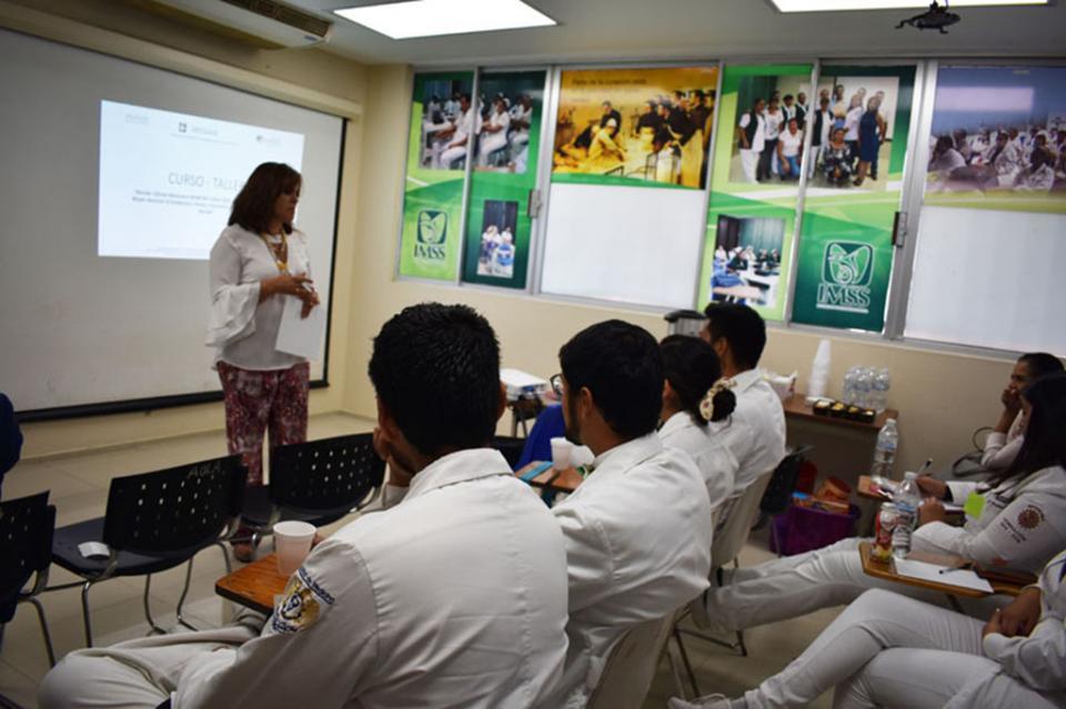 Capacitan a personal del IMSS en materia de Salud Materna
