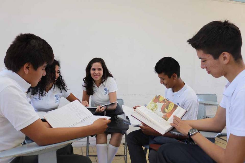Firma de convenio para el impulso de los estudiantes de Media Superior