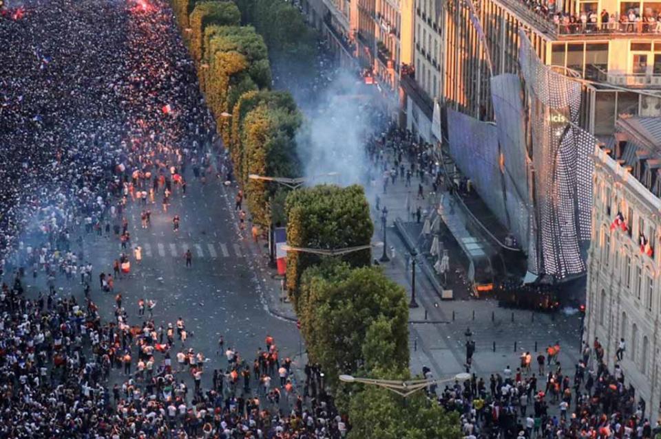 Suman 292 detenidos en Francia por celebraciones de Mundial