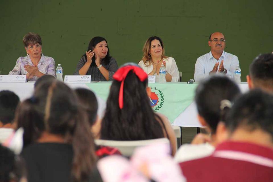 Inaugura presidenta de Dif Estatal curso de verano para niñas y niños