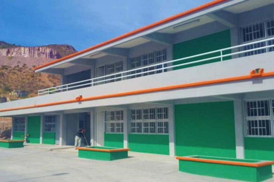 Se construyen ocho aulas didácticas en los planteles de La Paz y Los Cabos