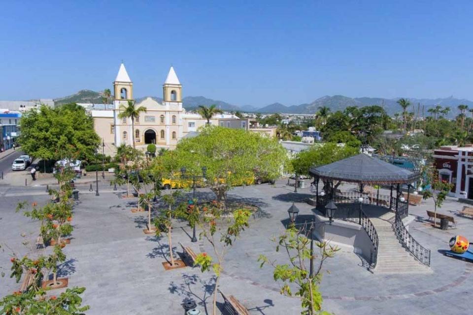 Entrega Carlos Mendoza remodelación de Plaza Mijares