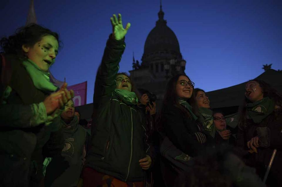 Se multiplican violencia y posiciones extremas contra aborto en Argentina