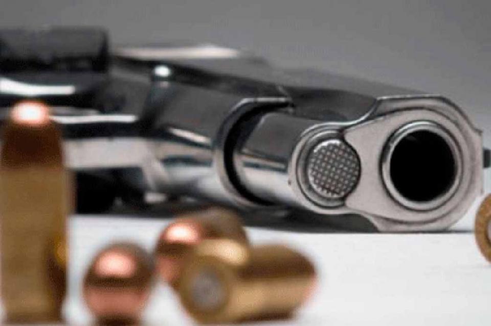 Lo detiene la PGR  por portar arma de uso exclusivo del Ejército en La Paz